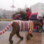 trutnov_street_art_guerrilla_crochet_2