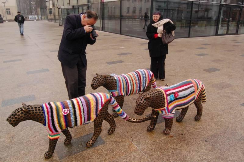 trutnov_street_art_guerrilla_crochet_7