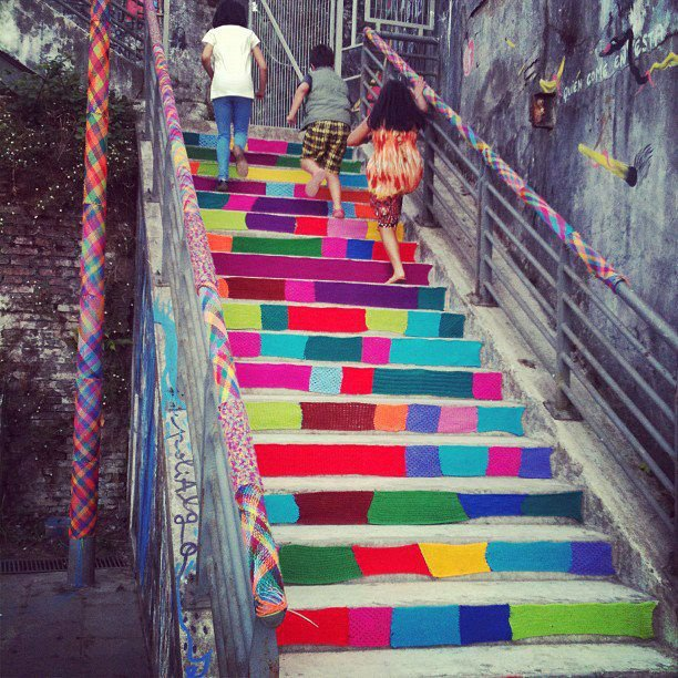 Knitting Artists : Street art utopia � we declare the world as our canvas