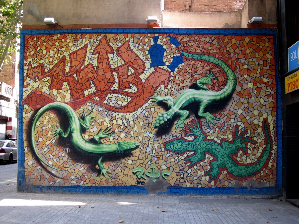 Street Art in Entença:Déu i Mata, Barcelona, Spain