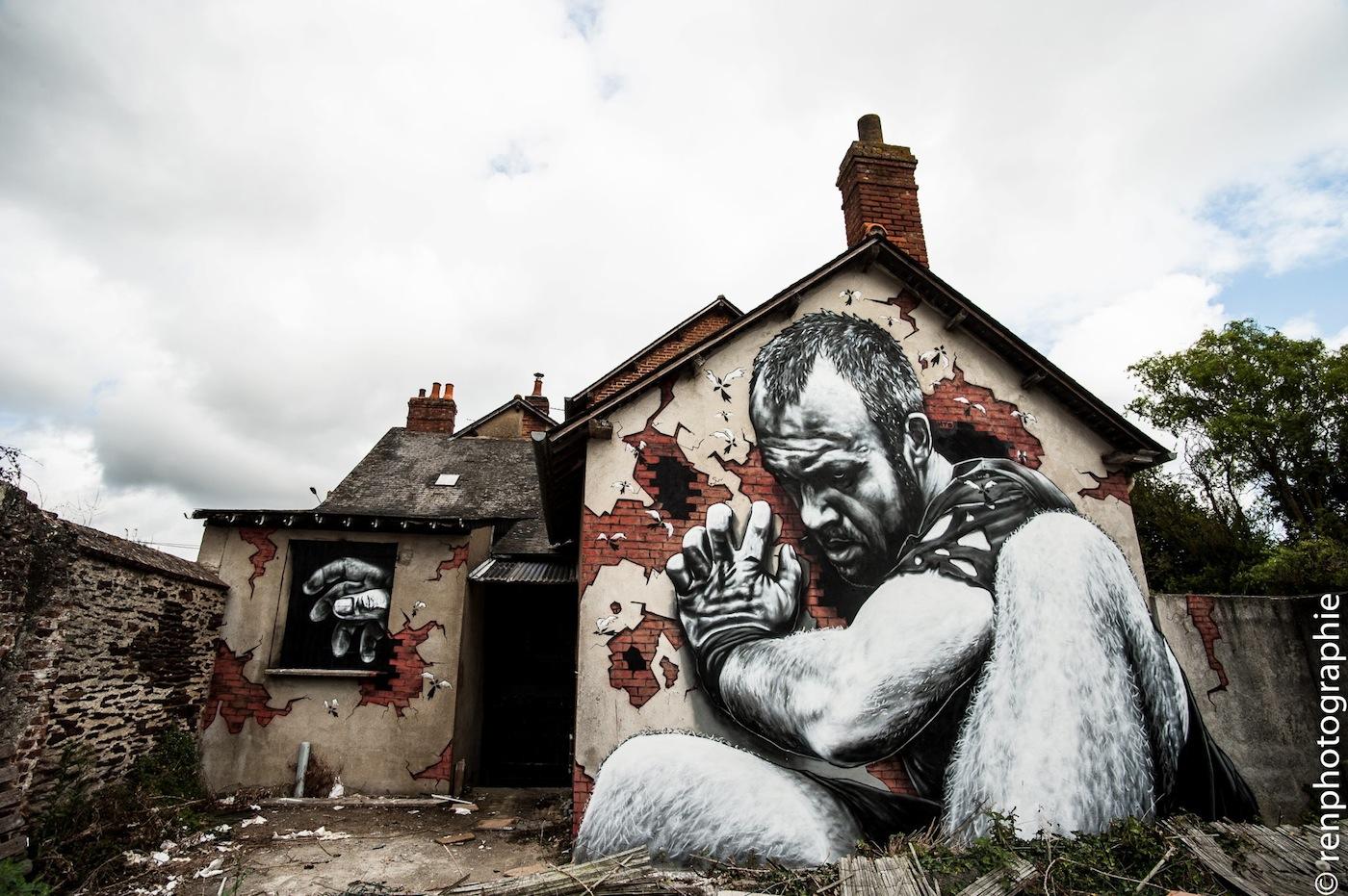 http://www.streetartutopia.com/wp-content/uploads/2012/09/3D-Street-Art-in-Rennes-France.jpg