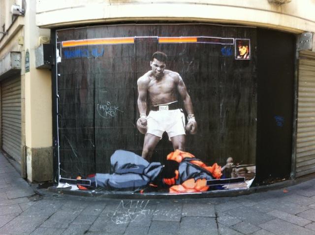 Paris-Rue-Saint-Denis-Street-Fighter-Muhammad-Ali-1-mini