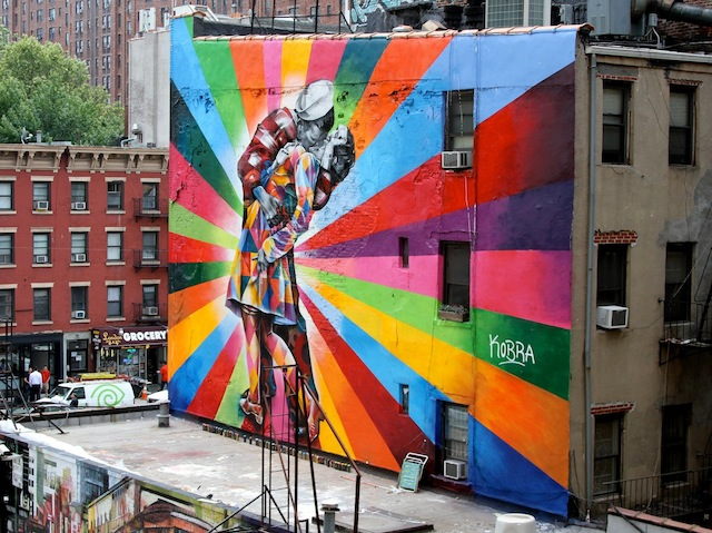 street-art-Eduardo-Kobra€™s-mural-of-Alfred-Eisenstaedt€™s-photo-Day-in-Times-Square-Chelsea-NYC-USA-mini