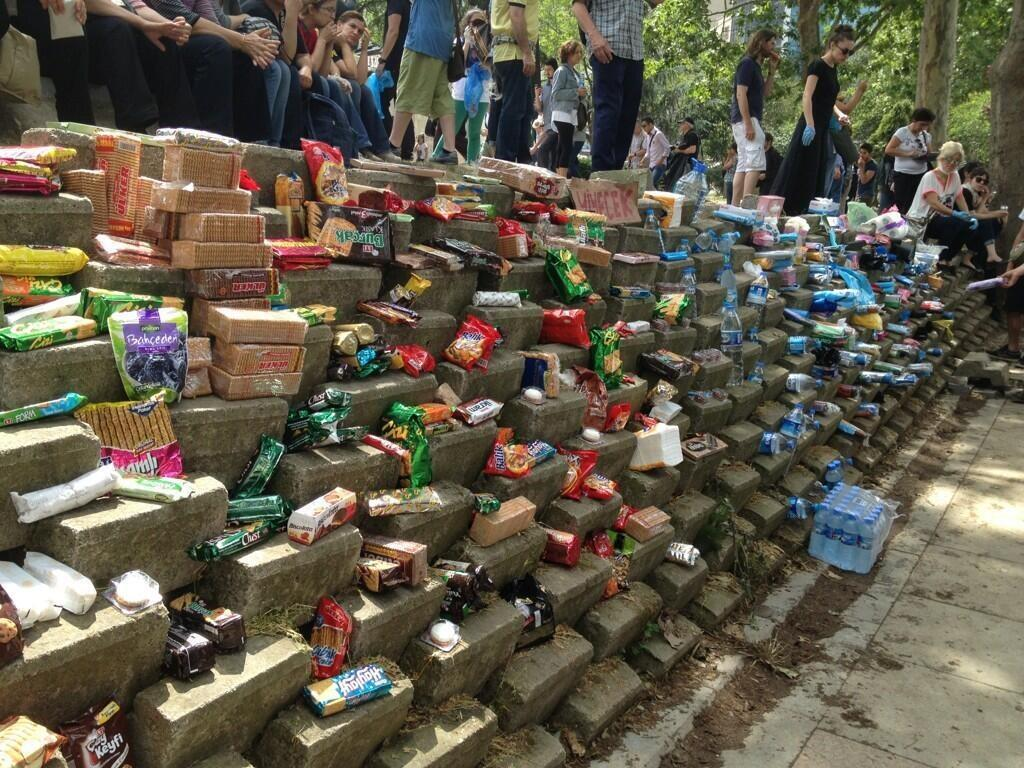 Protesters create public food resources on streets. in Taksim, İstanbul, Turkey