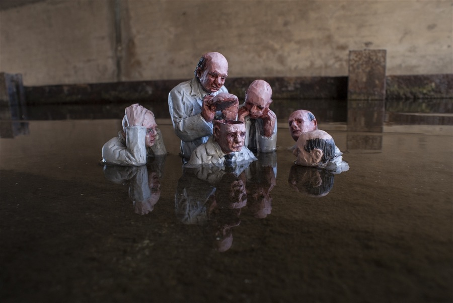 Brainwashed. Capitolia, CA. EEUU. Cement Eclipses -By Isaac Cordal 2013 in 4