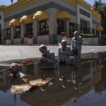 Follow the leaders. San Jose, EEUU. Cement Eclipses -By Isaac Cordal 2013 in 5