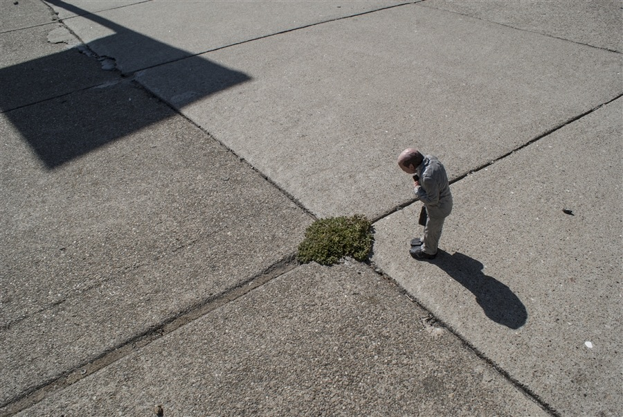 Remembrances from nature. San Francisco, EEUU. Cement Eclipses -By Isaac Cordal 2013 in 3
