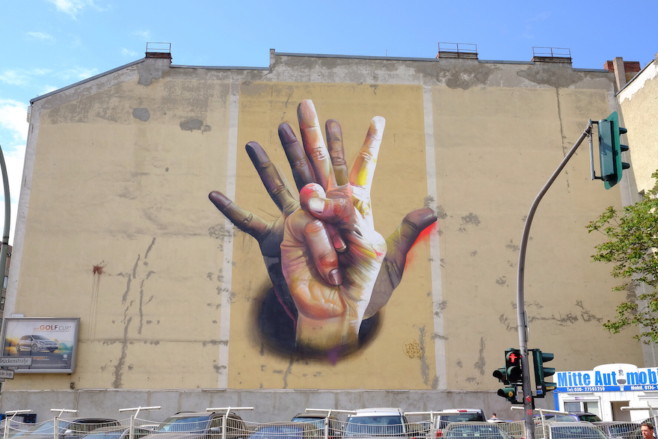Unter Der Hand - Street Art by Case in Berlin, Germany