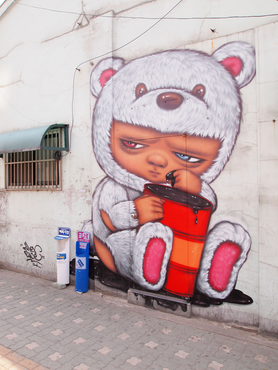 Street Art fromSeoul Area, South Korea. Photo byMark Johnson1