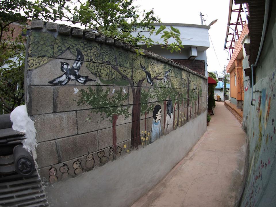 Street Art fromSeoul Area, South Korea. Photo byMark Johnson47