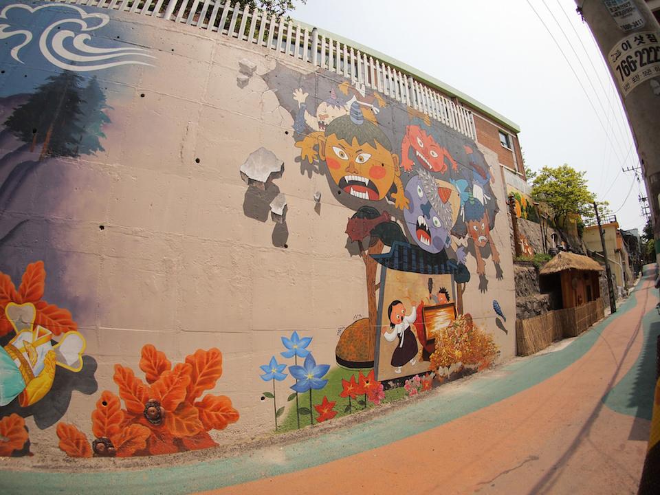 Street Art fromSeoul Area, South Korea. Photo byMark Johnson7