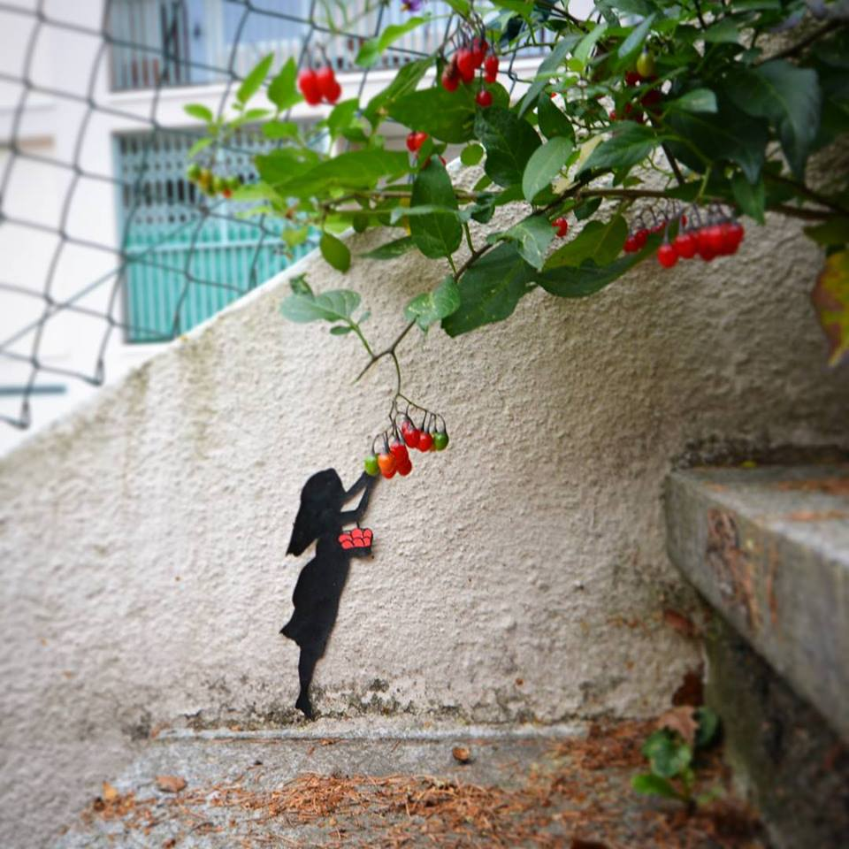 Street Art by Oakoak - Small Girl and small apple