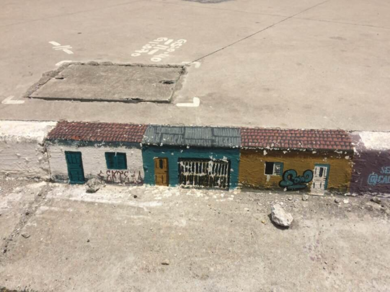 Tiny homes on a public sidewalk (48 photos)