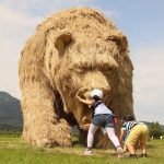 Giant-straw-sculptures-of-animals-take-over-fields-in-northern-Japan-as-part-of-the-Wara-Art-Festival-15-1